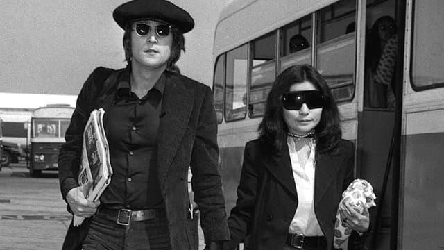 John Lennon et sa femme Yoko Ono en 1971 à Londres