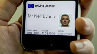 Un premier prototype de permis de conduire sur smartphone a été dévoilé via Twitter par un officiel du service des permis de conduire britanniques, le DVLA.