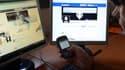 Chaque salarié français passe près d'une heure par jour sur internet au bureau pour ses besoins personnels, selon une étude publiée mercredi.