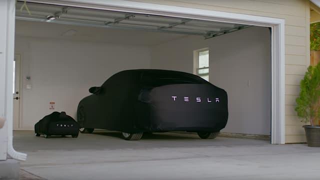 Hormis la taille et le prix, peu de choses différencient ces deux Tesla Model S.
