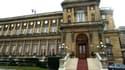 Après l'Elysée, le ministre des Affaires étrangères Bernard Kouchner a renoncé à organiser une réception à l'occasion du 14-Juillet pour se plier à l'austérité budgétaire désormais de mise. /Photo d'archives/REUTERS