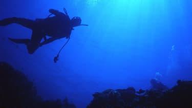 Deux plongeurs dans les eaux des Philippines (Photo d'illustration).