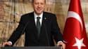 Recep Tayyip Erdogan a de nouveau pris pour cible la France en invitant samedi Paris à revisiter son histoire coloniale plutôt que le passé ottoman de la Turquie. Cette attaque du Premier ministre turc intervient à cinq jours de l'examen par les députés f