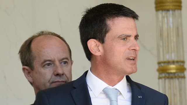 Bernard Cazeneuve et Manuel Valls auraient menti sur le dispositif de sécurité mis en place à Nice le soir du 14 juillet.