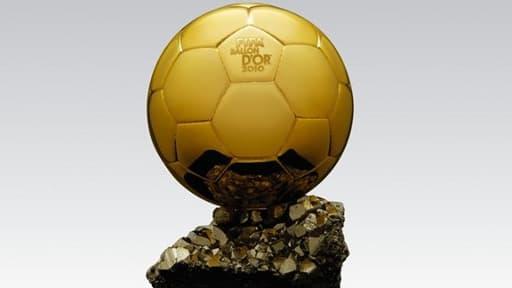 Le Ballon d'Or récompense chaque année le meilleur joueur de football.