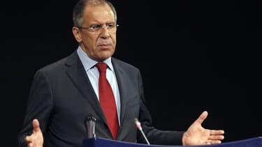Le ministre russe des Affaires étrangères Sergueï Lavrov a déclaré que la Russie ne s'opposerait pas au départ du président Bachar al Assad si c'était le résultat d'un dialogue entre Syriens, sans ingérence étrangère. /Photo prise le 19 avril 2012/REUTERS