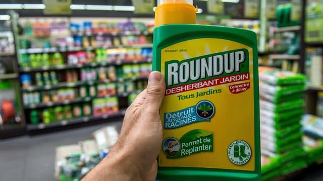 Glyphosate ou Roundup.