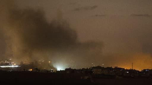 Fumée s'élevant au-dessus de Gaza après des frappes israéliennes le 13 juillet 2014.