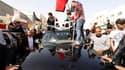 A Sitra, à Bahreïn, où des milliers de chiites ont pris part aux processions funéraires pour trois des leurs, tués lors d'une répression ordonnée par la famille régnante pour tenir en échec une vague de manifestations inspirée par l'Egypte. /Photo prise l