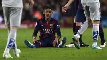 Le transfert du prodige brésilien, Neymar, de Santos à Barcelone a fait l'objet d'un procès du fait que les frais auraient été payés par un tiers.