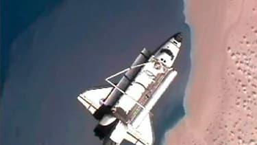 La navette américaine Discovery a quitté lundi la Station spatiale internationale (ISS) après avoir livré un nouveau module de stockage, un robot et plusieurs tonnes de fournitures à l'occasion de sa 39e et dernière mission dans l'espace. /Image TV du 7 m