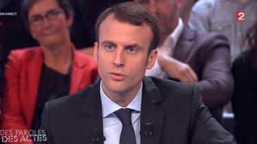 Emmanuel Macron, sur le plateau Des paroles et des actes.