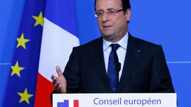 François Hollande a annoncé vendredi que le mécanisme unique européen de supervision bancaire serait en place au milieu de l'année prochaine. /Photo prise le 28 juin 2013/REUTERS/Yves Herman
