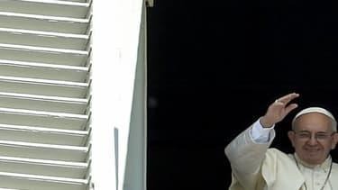 Le pape François lors de la prière du 7 août 2016 sur la place Saint-Pierre de Rome.