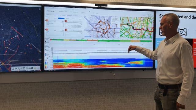 A partir des signaux transmis par ses terminaux en circulation ainsi que des informations transmis par les gestionnaires d'autoroutes, TomTom dispose d'une information trafic complète.