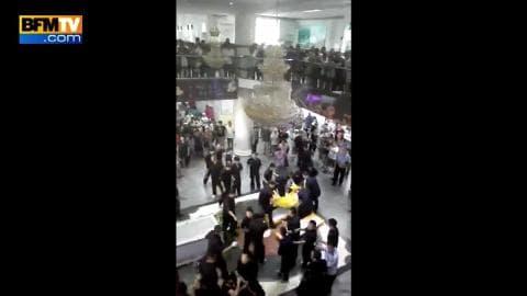 Chine : les funérailles de la femme happée par un escalator tournent mal
