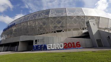 Anticipant un afflux de supporters, les hôteliers augmentent fortement le prix de leurs chambres les soirs des matchs de l'Euro, dans les villes hôtes.