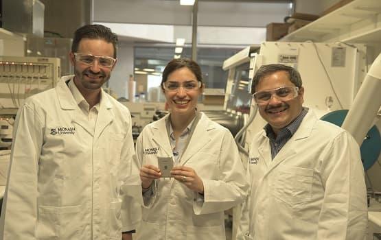 Le professeur Matthew Hill, la docteur Mahdokht Shaibani et le professeur Mainak Majumder.