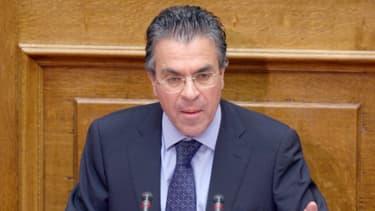 """L'ex-ministre de l'Intérieur grec, Argyrios Dinopoulos, explique avoir acquis des compétences solides de gestion de crise """"dans une période de changements économiques et sociaux violents""""."""