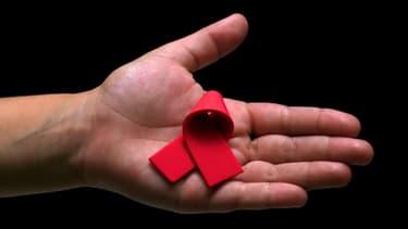 Le ruban rouge, symbole de la lutte contre le virus du sida.
