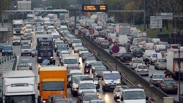 La voiture reste le moyen de transport le plus utilisé pour se rendre au travail.
