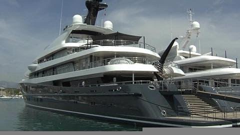 Le quai des milliardaires dans la baie d'Antibes