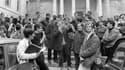 Daniel Cohn-Bendit s'adresse à des étudiants devant la Sorbonne, le 3 mai 1968 à Paris.