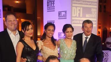 Harvey Weinstein et Tarak ben Ammar entourent Yasmine al-Masri, Rula Jebreal et Freida Pinto à Doha en 2010