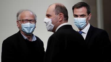 Alain Fischer, Jean Castex et Olivier Véran jeudi lors de la conférence de presse sur la campagne vaccinale.