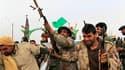 Soldats pro-Kadhafi à Ajdabiah, verrou sur la route de Benghazi, en Libye. Le secrétaire général des Nations unies, Ban Ki-moon, a réclamé mercredi un cessez-le-feu immédiat en Libye où les forces gouvernementales marchent sur Benghazi sur fond d'enliseme