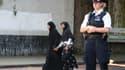 Une policière près de la mosquée de Finsbury Park, à Londres, dont des fidèles ont été visés par une voiture bélier dans la nuit du 18 au 19 juin.