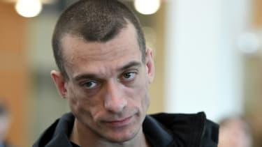 L'artiste russe Piotr Pavlenski arrive au tribunal de Paris, le 3 mars 2020