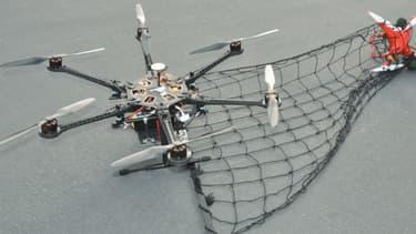 L'essor des drones est en train de faire naître tout un écosystème dédié, dont un drone anti-drone.
