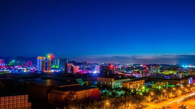 Shenzhen, en Chine, est l'une des villes à surveiller de près en matière de développement urbain intelligent. Les autorités travaillent sur un plan d'urbanisme intégrant le drone par exemple.