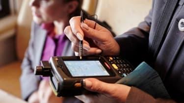 """Les contrôleurs SNCF seront désormais équipés de """"personal digital assistant"""" fabriqués et gérés par VeriFone."""
