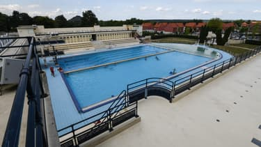 Une piscine en plein air, à Bruay-la-Buissiere le 12 juillet 2019