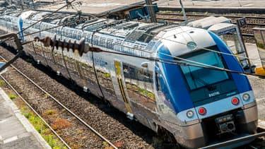 """La grève de la SNCF est reconduite vendredi mais le gouvernement évoque une possible """"sortie de crise"""""""