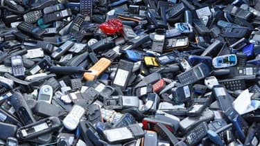 130 millions de smartphones restent dans les tiroirs. Les sites comme E-recycle se multiplient pour collecter et recycler ces produits.