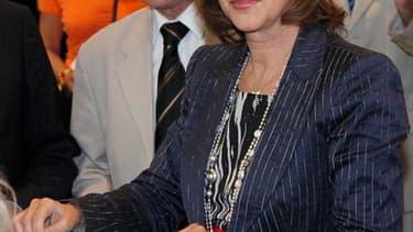 Le duel à La Rochelle entre la candidate officielle du Parti socialiste Ségolène Royal et l'ancien secrétaire départemental du parti olivier Falorni, exclu pour avoir refusé de retirer sa candidature, focalise l'attention, donnant aux électeurs une respon