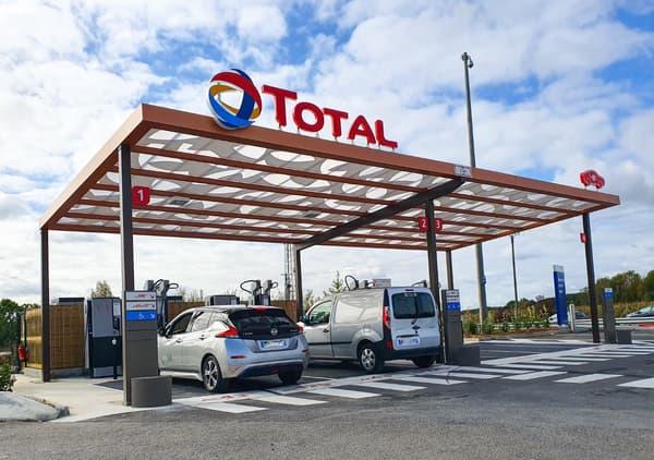 Une borne de recharge électrique du pétrolier Total.