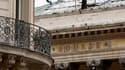 La Bourse de Paris débute en forte baisse mardi, dans le sillage des marchés américains et asiatiques, avec un euro passé sous la barre de 1,23 dollar.Le CAC 40, qui a ouvert en baisse de 3,04%, perdait 2,92% à 3.330,78 points vers 9h15. /Photo
