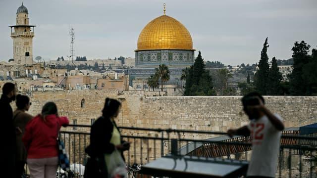 Vue de la Vieille ville de Jérusalem, avec le Dôme du Rocher et le Mur des lamentations (aussi appelé Mur occidental), le 5 décembre 2017.