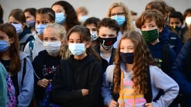 Elèves masquées lors de la rentrée scolaire en septembre 2020 à Vincennes