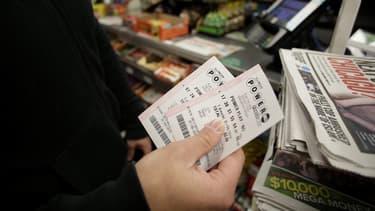 Les Américains se ruent chez les vendeurs de billets.