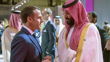 Emmanuel Macron et Mohammed ben Salmane s'entretiennent en tête-à-tête en marge du G20 à Buenos Aires, le 30 novembre 2018.