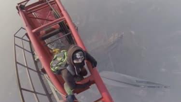 L'ascension de la Shanghai Tower par deux jeunes Russes, le 31 janvier 2014.