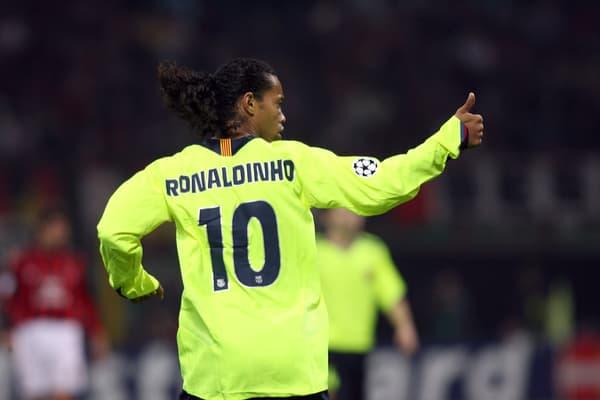 Ronaldinho face à l'AC Milan en Champions League, en 2006.
