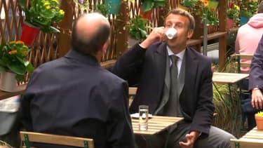 On n'est pas bien là tous les deux ? Emmanuel-Macron-et-Jean-Castex-prennent-un-cafe-en-terrasse-a-Paris-le-19-mai-2021-1029657