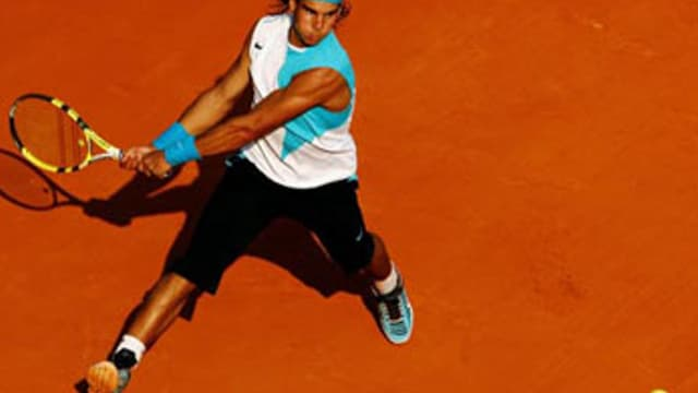 Rafael Nadal sur la terre battue de Roland-Garros.