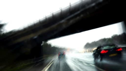 La vitesse excessive est un des facteurs de la mortalité sur les routes.